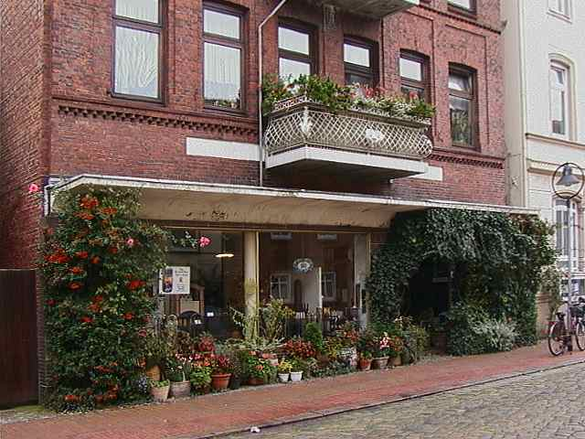 Laden Rosenstrasse 1 (43K)